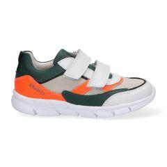 Wit met groen en neon oranje jongenssneakers met klittenbandsluiting.